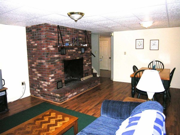 Great Living Room. The fireplace cannot be used but it is sure very pretty!